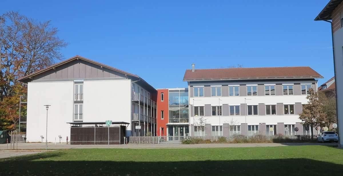 Außenansicht Kampenwand-Schule (8b)